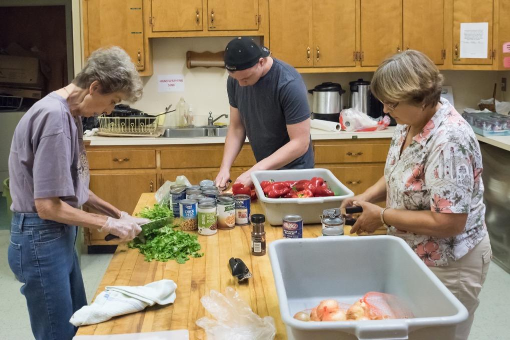 george-cooking-with-ladies-2